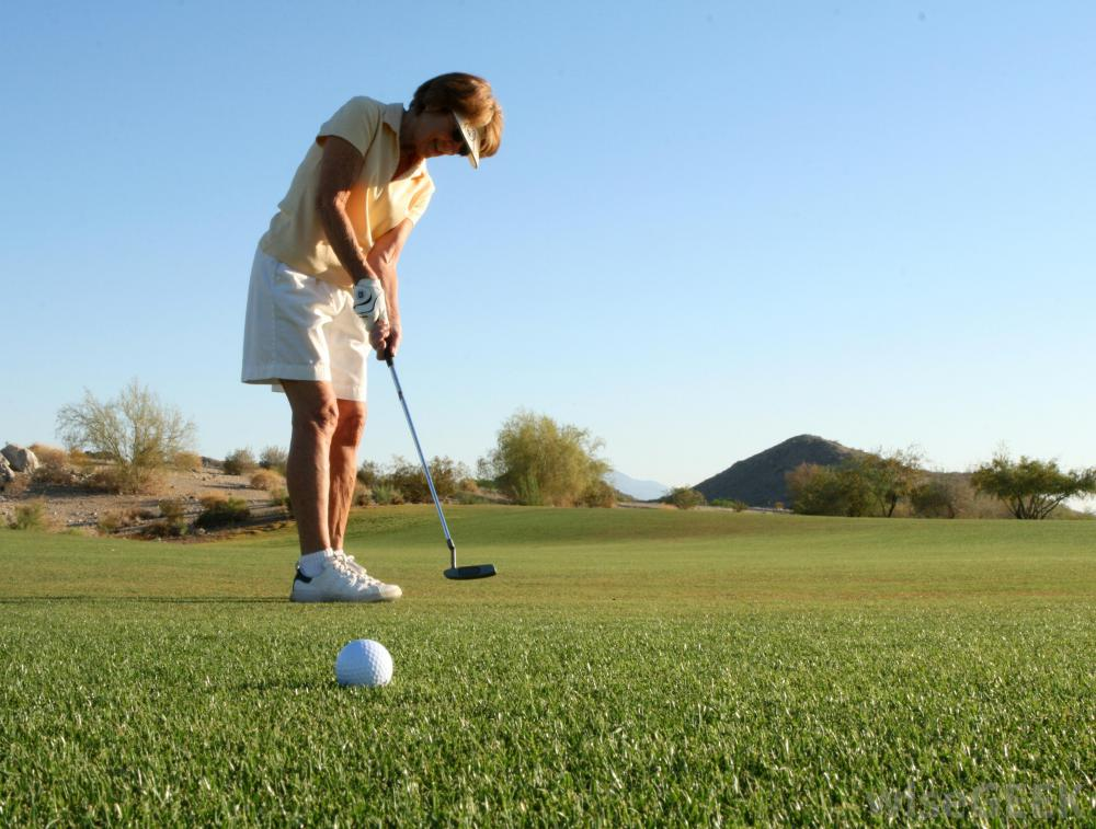 woman-playing-golf-on-course